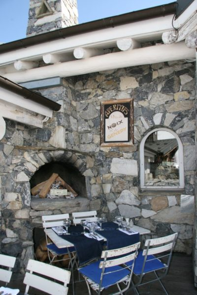 Folie-Douce restaurant Val-D'Isere-JMV-Resort-architectes table