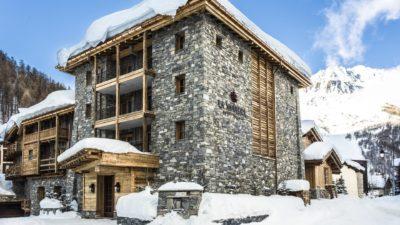 Hôtel-La-Mourra-montagne-Val-D'Isere-JMV-Resort-extérieur-entrée-neige