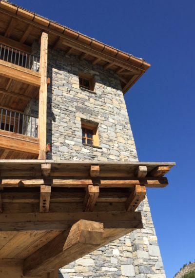 Hôtel-La-Mourra-montagne-JMV-Resort-devanture-balcons