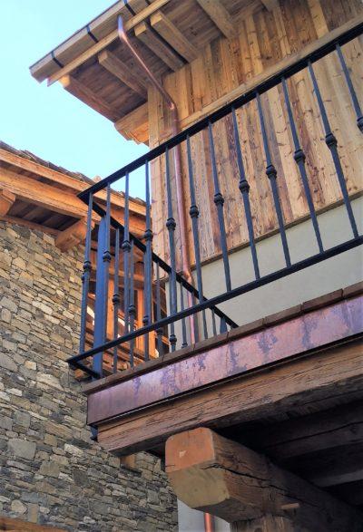Hôtel-La-Mourra-montagne-Val-D'Isere-JMV-Resort-balcon-bois
