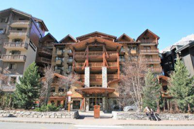 Hôtel-Le-Blizzard-JMV-Resort-devanture-entrée