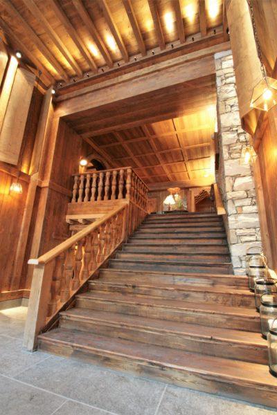 Hôtel-Le-Blizzard-JMV-Resort-escalier-bois