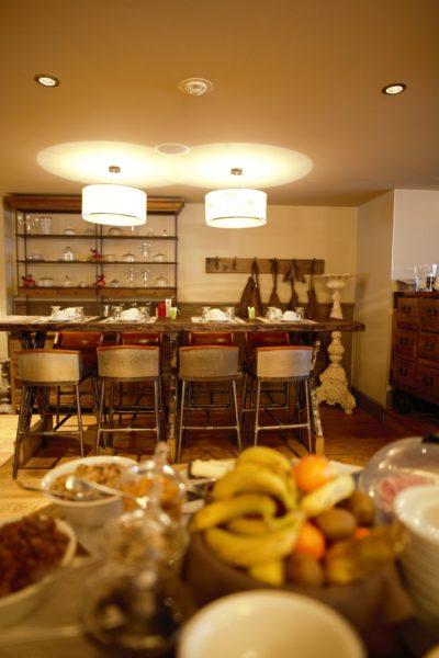 Hôtel-Les-5-Freres-Val-D'Isere-JMV-Resort- salle de réception - fruit - table