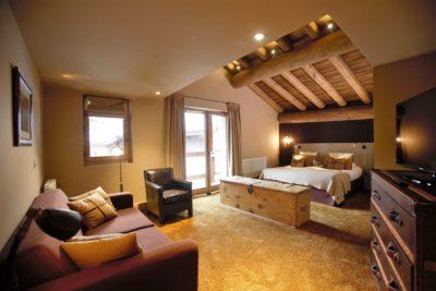 Hôtel-Les-5-Freres-montagne-Savoie-JMV-Resort-salon