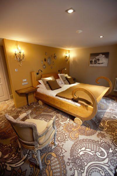 Hôtel-Les-5-Freres-Alpes-JMV-Resort-architectes-lit-traîneau-chambre