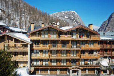 Résidence - La Forêt - Val d'Isère - vue extérieur - bois - montagne - neige - façade - JMV Resort