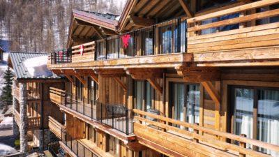 Résidence - La Forêt - Val d'Isère - vue extérieur - bois - montagne - neige - JMV Resort