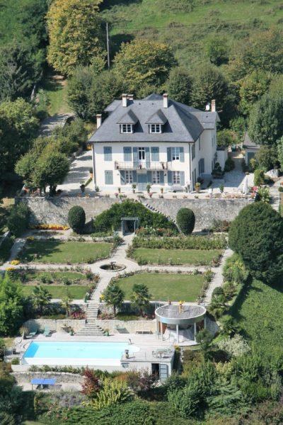 Maison-D-Chambery-JMV-Resort-vue du ciel-piscine-jardin