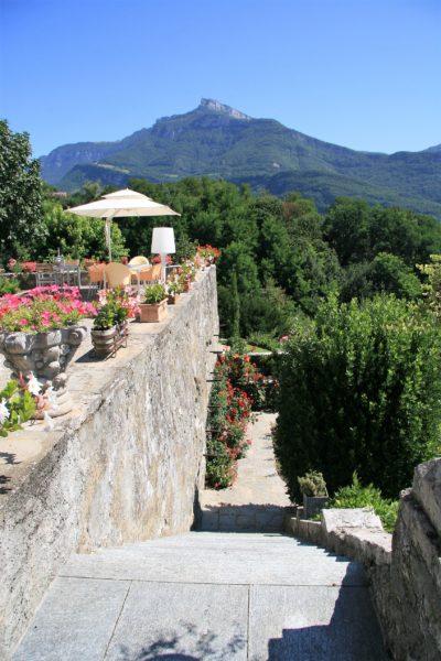 Maison-D-Chambery-JMV-Resort-escalier-montagnes-terrasse