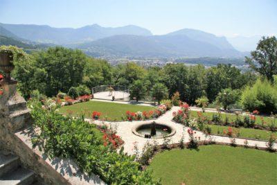 Maison-D-Chambery-JMV-Resort-fontaine-jardin-plantes