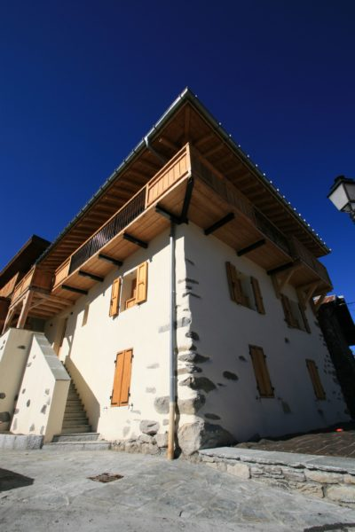 Maison-de-village-montagne-Courchevel-JMV-Resort-devanture bois