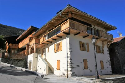 Maison-de-village-montagne-Courchevel-JMV-Resort-devanture-entrée