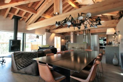 Maison-de-village-montagne-Courchevel-JMV-Resort-salon-salle à manger-table
