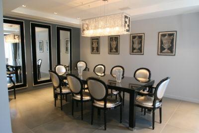 Maison-rouge-contemporain-Montpellier-JMV-Resort- salle à manger-table-tableaux