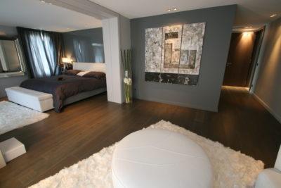 Maison-rouge-contemporain-Montpellier-JMV-Resort -entrée- chambre-lit