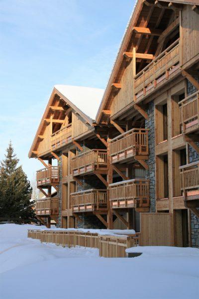 ésidence-Goleon-Val-Ecrin-Les-2-Alpes-JMV-Resort-architectes devanture bois neige 2
