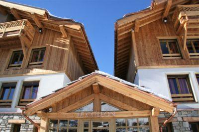 ésidence-Goleon-Val-Ecrin-Les-2-Alpes-JMV-Resort-architectes devanture bois extérieur