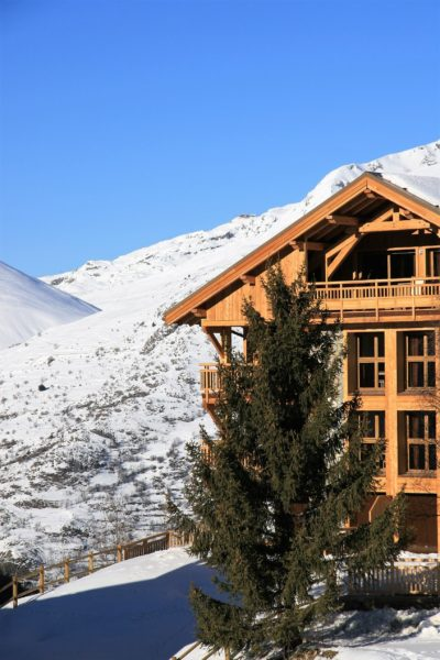 ésidence-Goleon-Val-Ecrin-Les-2-Alpes-JMV-Resort-architectes devanture bois montagne