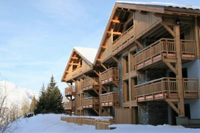 ésidence-Goleon-Val-Ecrin-Les-2-Alpes-JMV-Resort-architectes devanture bois neige