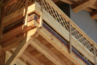 Résidence-Goleon-Val-Ecrin-Les-2-Alpes-JMV-Resort-architectes balcon bois