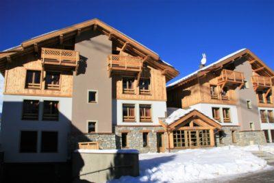 Résidence-Goleon-Val-Ecrin-Les-2-Alpes-JMV-Resort-architectes façade extérieur neige