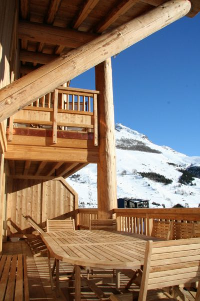 Résidence-Le-Cortina-Les-2-Alpes-JMV-Resort-architectes extérieur terrasse bois