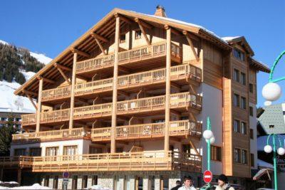 Résidence-Le-Cortina-montagne-Les-2-Alpes-JMV-Resort-architectes extérieur façade bois