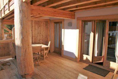 Résidence-Le-Cortina-Les-2-Alpes-JMV-Resort-architectes terrasse bois