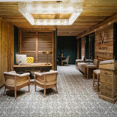 Hôtel V de Vaujany architecture de montagne hall d'entrée intérieur bois