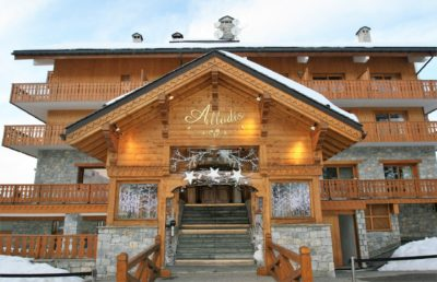 Spa-Allodis-Meribel-JMV-Resort-architectes devanture bois neige