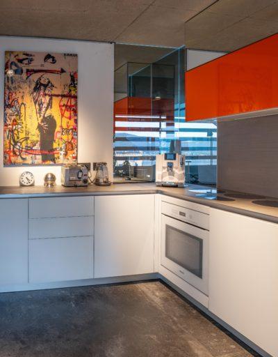 Maison Bourdeau - cuisine - tableau - miroirs -JMV Resort