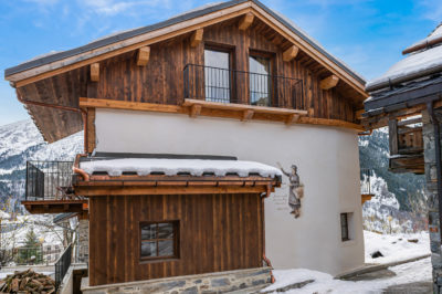 Chalet- Victoire Mijane - Méribel - vue extérieur - façade - bois - fresque - JMV Resort