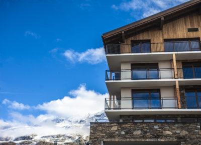 Hôtel-Daria I Nor-montagne-Alpe d'Huez-JMV-Resort-extérieur-façade-bardage bois et pierre