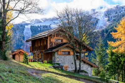 Chalet- Victoire Mijane - Méribel - vue extérieur - façade - bardage bois pierre - montagne - neige- JMV Resort
