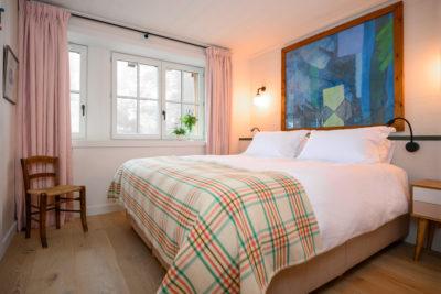 Chalet- Victoire Mijane - Méribel - intérieur - chambre - tableau - lit - JMV Resort