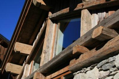 Chalet - La Grange - Méribel - façade pierre et bois - extérieur - vitre - toit - JMV Resort