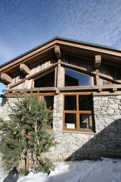 Chalet - La Grange - Méribel - façade pierre et bois - extérieur - neige - JMV Resort