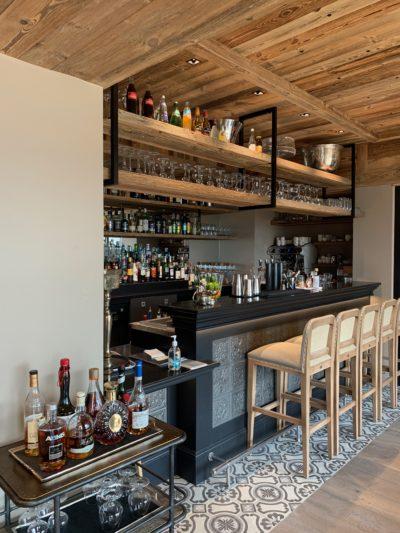 Hôtel V de Vaujany architecture de montagne bar hall intérieur bois