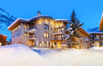 Résidence - ASPEN Les suites des 5 frères - Val d'Isère - montagne - architecture - jmv resort - extérieur - nuit