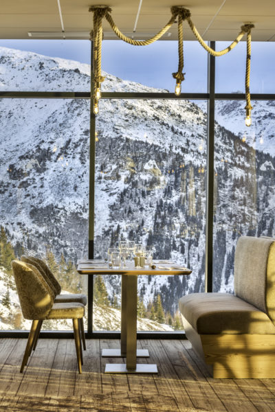 Club Med - La Rosière - Savoie - France - architecture d'intérieur - montagne - table à manger - luxe